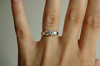 můj zásnubní prstýnek :o)