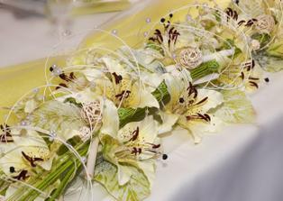 Krásna, ale zase by som to kombinovala s kalami, keďže kaly budú hlavnou kvetinkou našej svadby