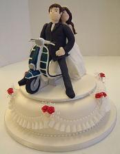 Niečo takéto na tortu, ale keby sa dala urobiť poriadna motorka, keďže Mirko je motorkár