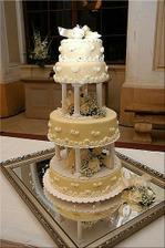 toto je nasa svadobna torta - pecu nam ju v Kanianke
