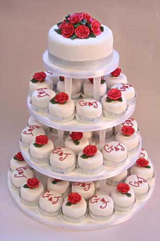 """Deň """"D"""" 19.9.2009 - takúúúto xceme, menšie tortičky sú krajšie, akurát kombinácie ružičiek fialkovýx a žltýx"""