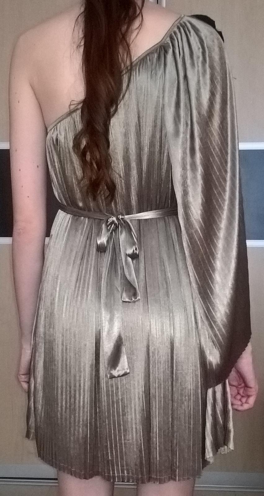 elegantné plisované svetlohnedé šaty 38 - 40 - Obrázok č. 3