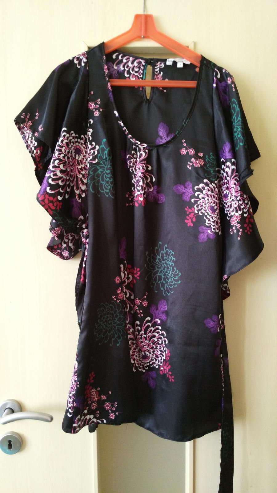 Čierne kvetované šaty č. 36 (S) - Obrázok č. 1