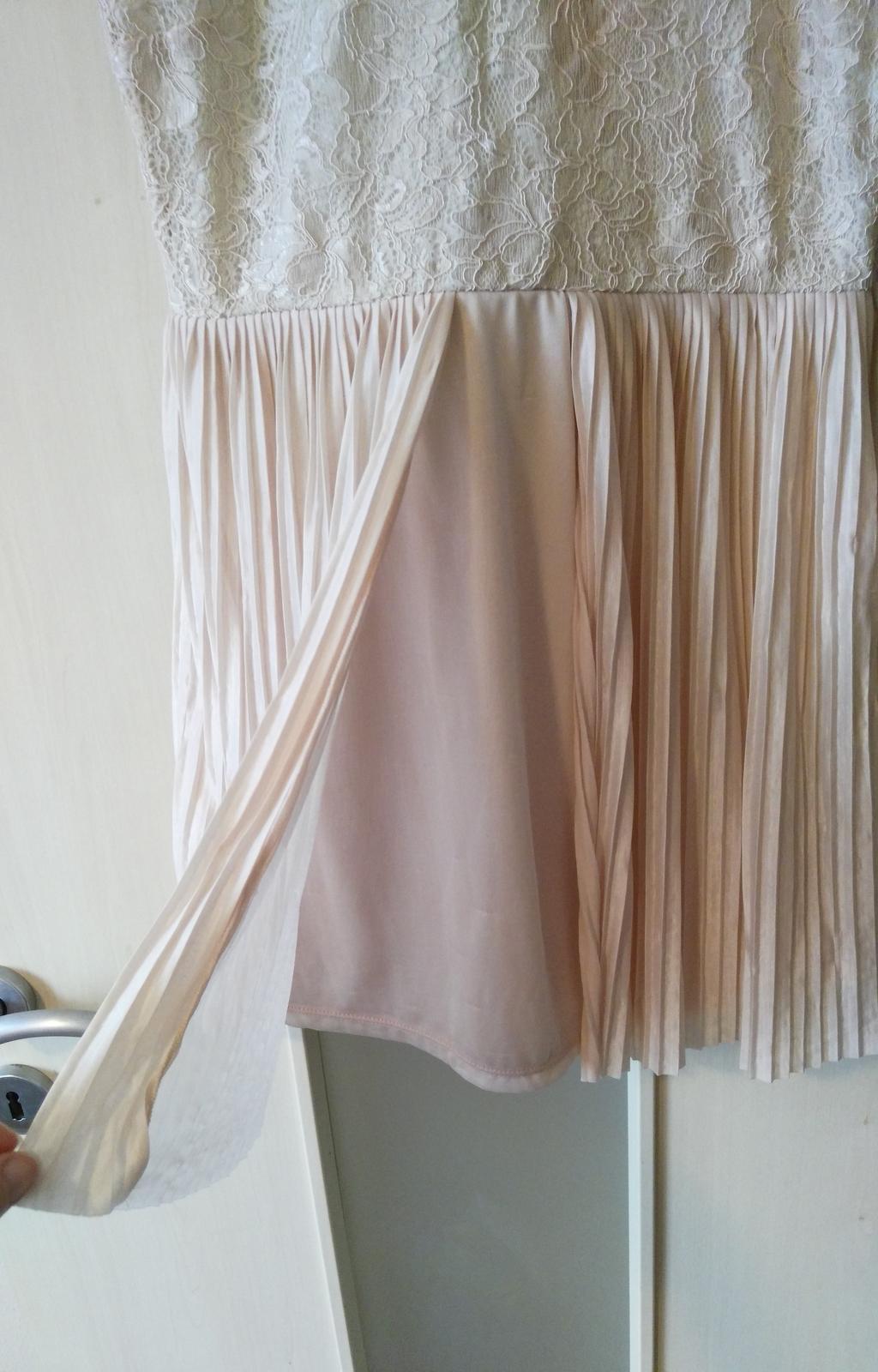 Plisované šaty s čipkou 40/L - Obrázok č. 2