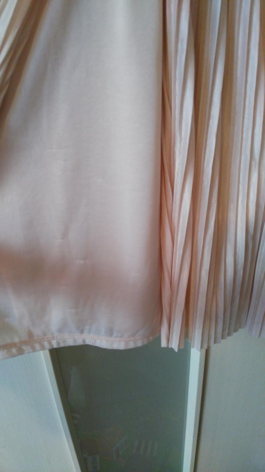 Plisované šaty s čipkou 40/L - Obrázok č. 3