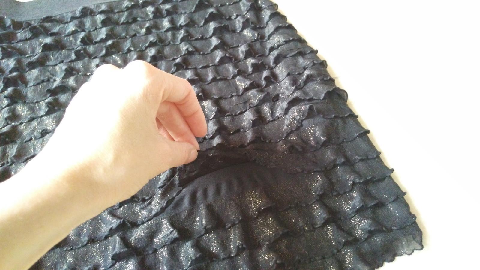 Čierno-zlatá sukňa s volánikmi 38/M - Obrázok č. 3