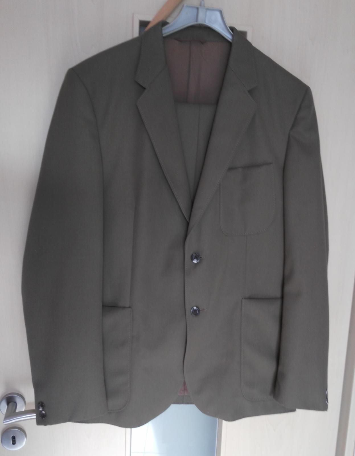 Hnedo-khaki oblek č.52 - Obrázok č. 1