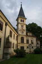 Zámek Lužany - pokud bude ošklivo poslouží nám tato kaple...
