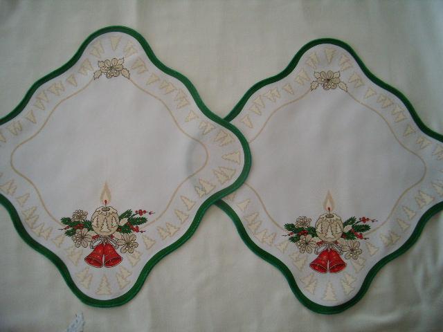 2x vianočný obrúsok - zeleno-červeno-béžový vzor - Obrázok č. 1