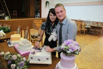den po svadbe krajali sme torticky