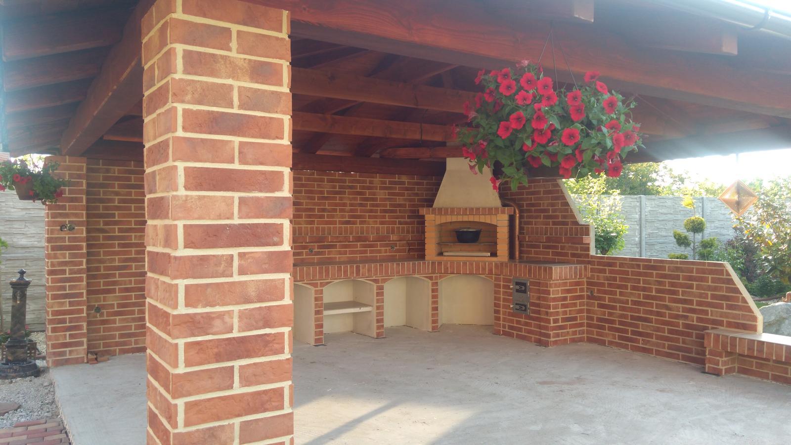 tehlové a  kamenné obklady  - REALIZACIE - tehlový obklad RED + bielobežová špárovka, cenníková cena 28 eur/m2, pri osobnom stretnutí poskytujeme výrazné zľavy