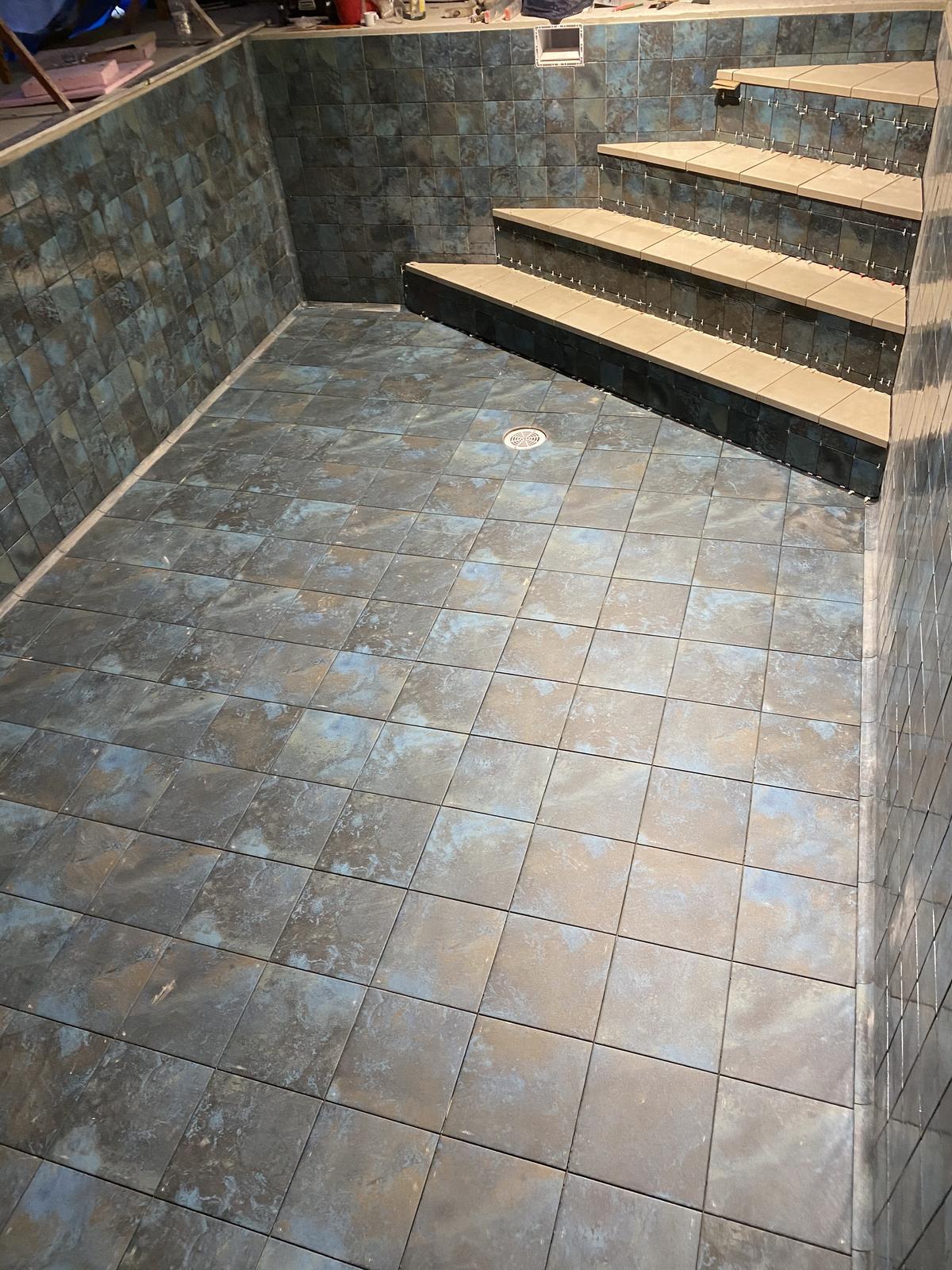 Exterierové dlažby a obklady na terasy, schody, bazeny - realizacia bazenu s dlažbami od Gres Aragon