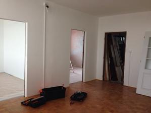 """rekonstrukce započata, obývák se zatím """"nejslušnější"""" místnost :-)"""