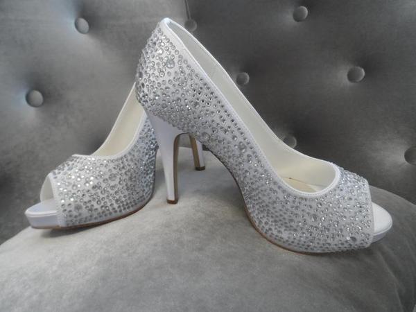Ahojte hľadám svadobné topánočky... - Obrázok č. 1