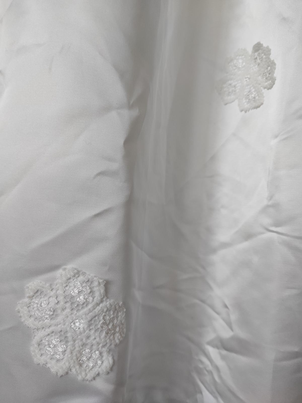 Krásné svatební šaty - Obrázek č. 2