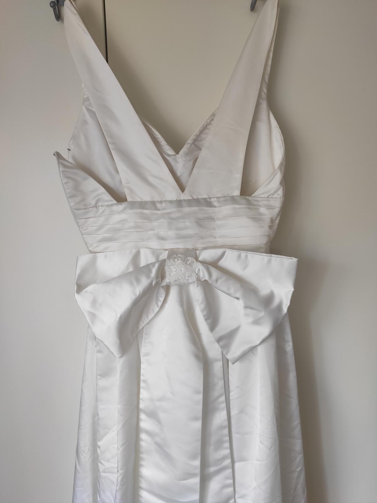 Krásné svatební šaty - Obrázek č. 4