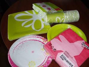 Jenorázové poháre a taniere na horáreň v zelenej a ružovej farbe, Ikea a DM