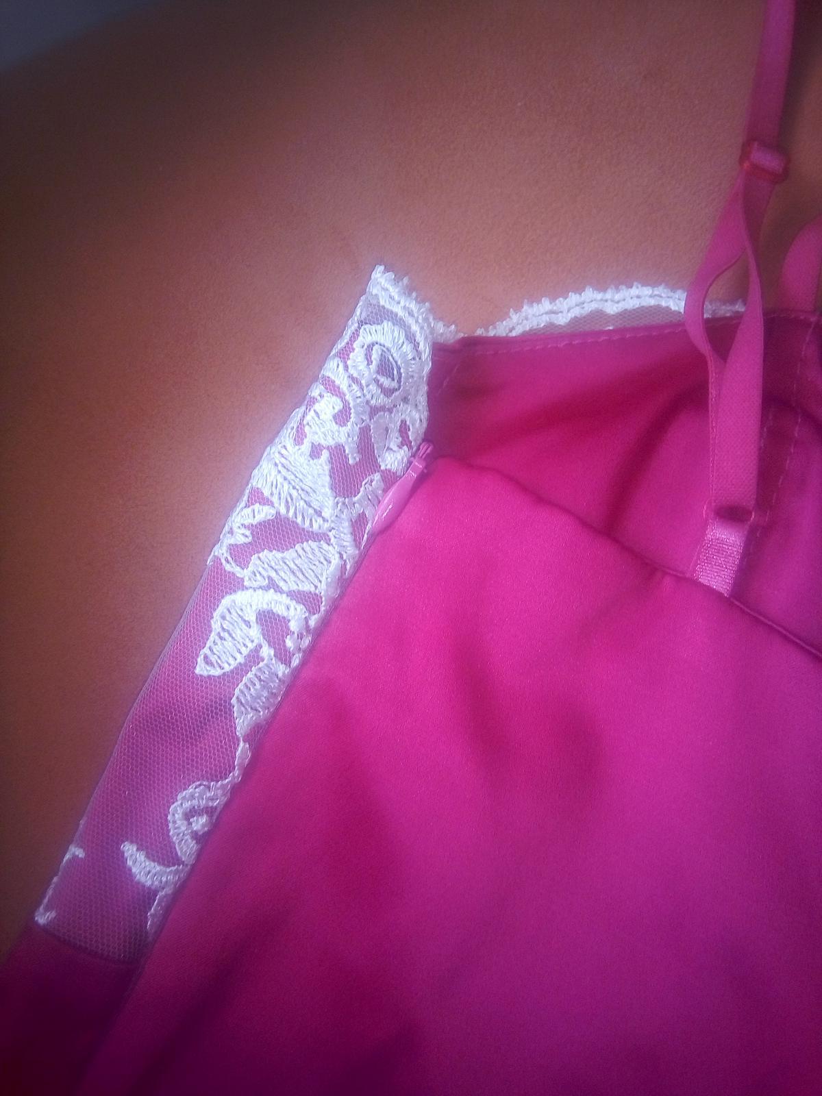 krátke šaty malinovej farby 34,36 - Obrázok č. 2