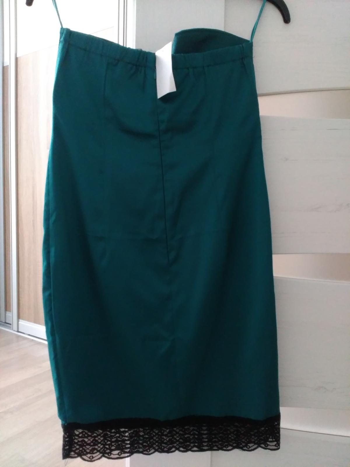 Tmavozelene šaty 34 - Obrázok č. 2