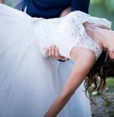 Svadobne saty na ramienka so sirokou suknou, 37