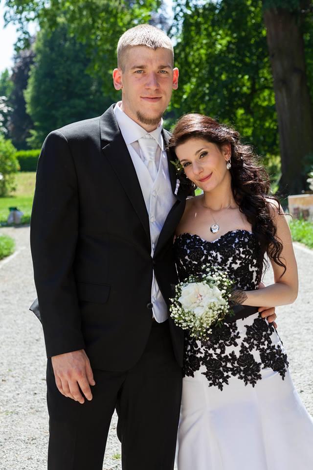 Dámy prodávámsvé černobílé svatební... - Obrázok č. 1