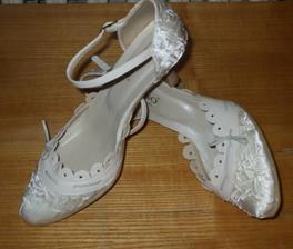 ...moje topánočky k svadobným šatám...