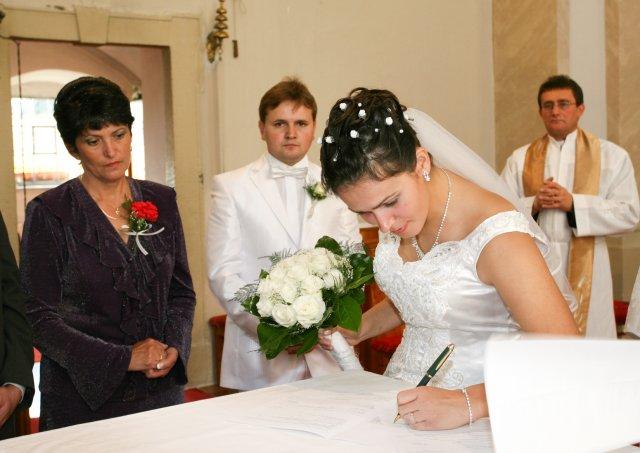 Martina Havranová{{_AND_}}Francisc Maniur - Podpísanie manželskej zmluvy