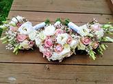 kytice pro nevěstu a rodinu, složení: růže, eustoma, wax