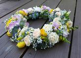 bouwardie, frézie, nevěstin závoj, růže, heřmánek