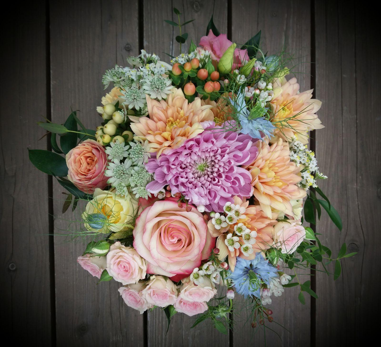 Květnová svatba plná barev! - Obrázek č. 1
