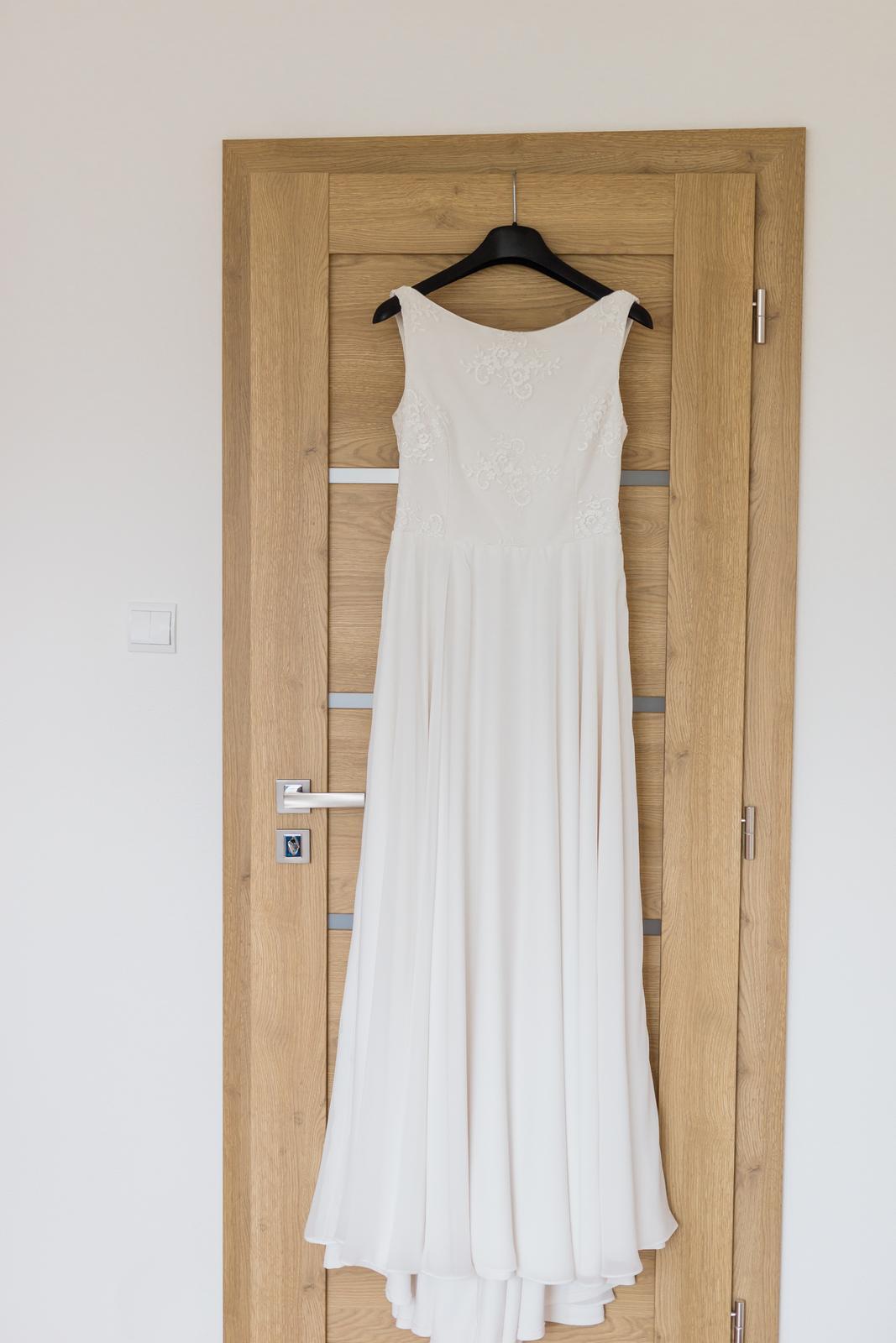 Svadobné šaty s výstrihom na chrbte - Obrázok č. 2