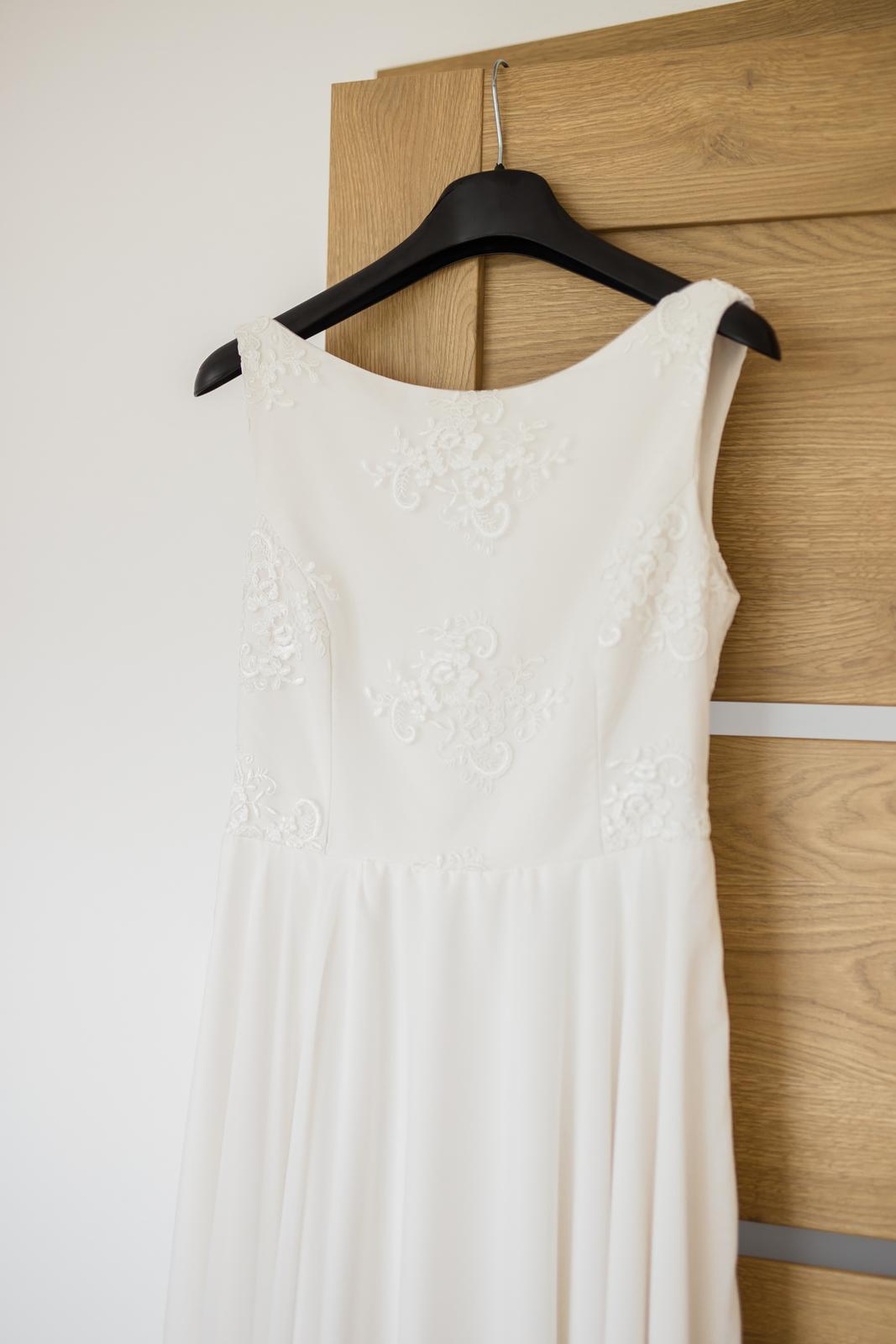 Svadobné šaty s výstrihom na chrbte - Obrázok č. 3