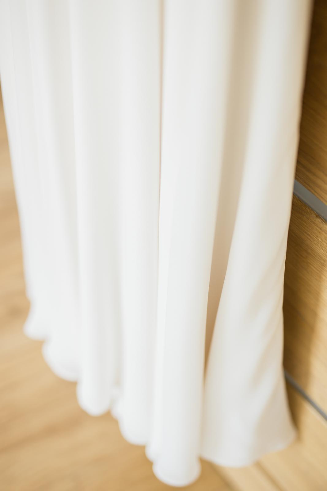 Svadobné šaty s výstrihom na chrbte - Obrázok č. 4