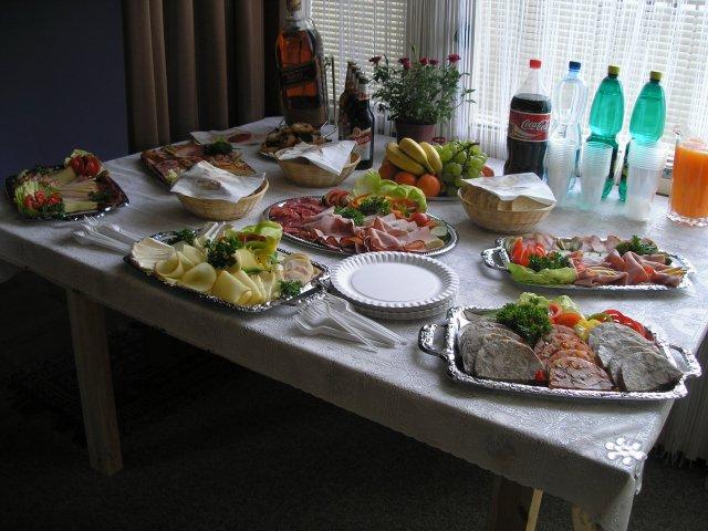 Milena{{_AND_}}Tomáš Tyralovi - taťka připravil báječnou snídani, zatímco my holky se byly krášlit a ženich oběhával kytky...