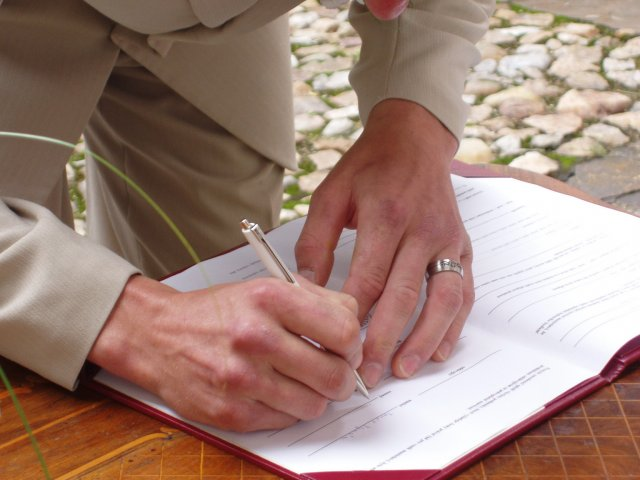 Milena{{_AND_}}Tomáš Tyralovi - ženich se upsal aneb jak viděl podpisy malý reportér Vráťa