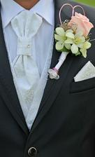 Kúpená tu v bazáriku ... vesta, kapesnik, a kravata