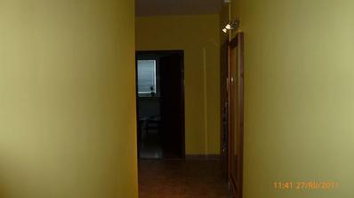 pohľad z jedálne do haly na obývačku..
