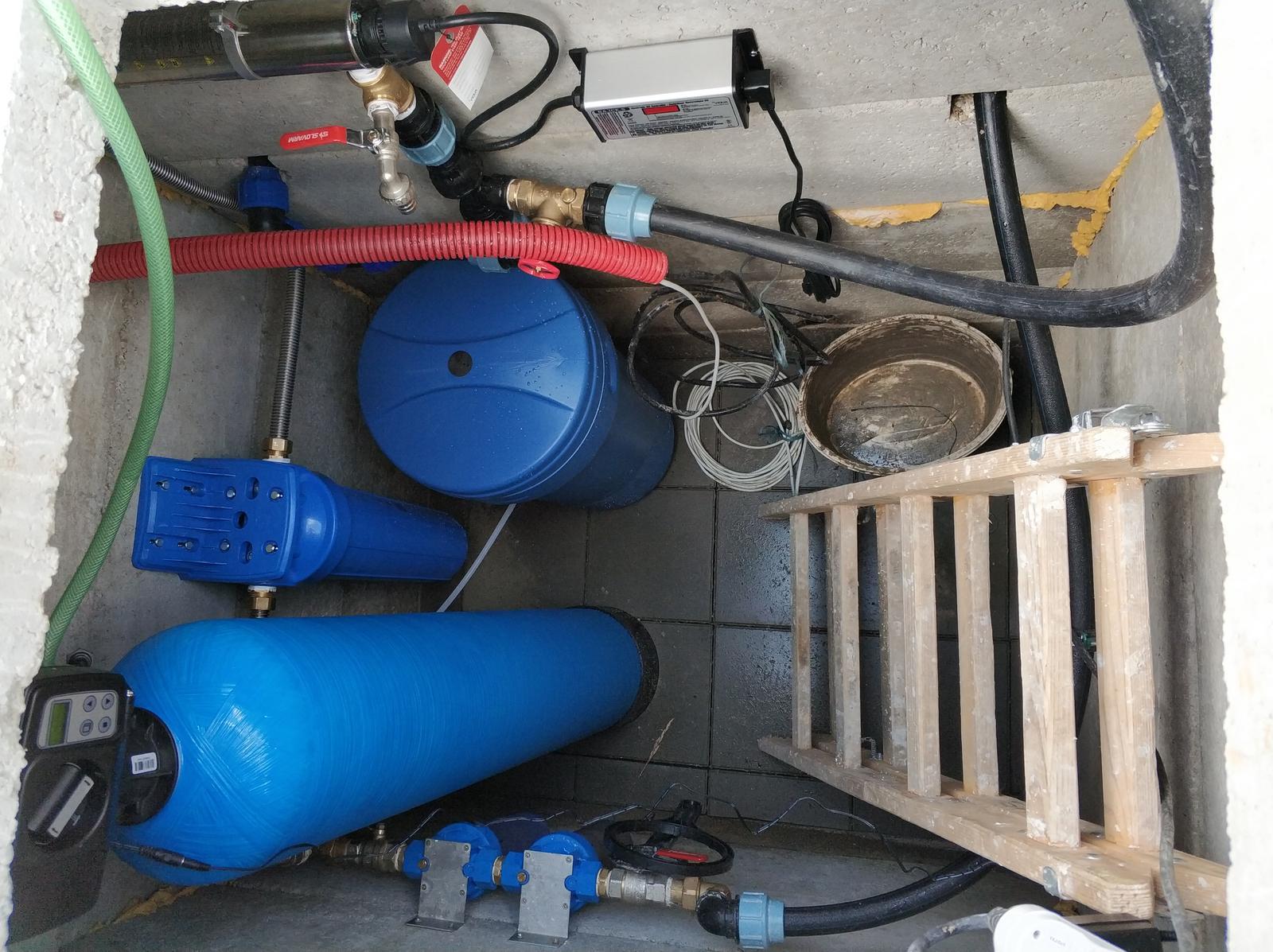 Stavba RD - Kuzmice (Topoľčany) - Veľkosť šachty nakoniec zvolená akurát :D :D :D ... všetko má svoje miesto ... Úprava vody na čistú, pitnú vodu od spoločnosti AquaLive!