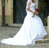 Svatební šaty s vlečkou , 42