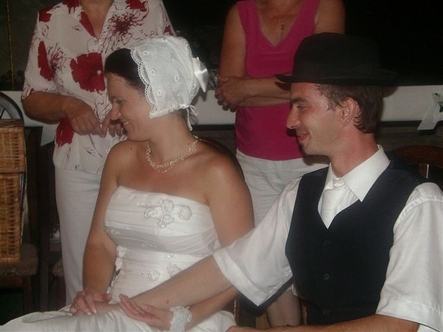 Darinka{{_AND_}}Mirek - ... mne dali čepiec a Mirčovi klobúk ...