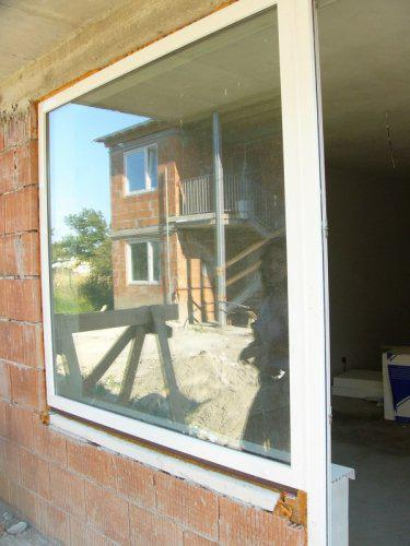 Velikanske okno v obyvacke (fotene z terasy)