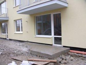 (5.2.2009) opravuje sa terasa