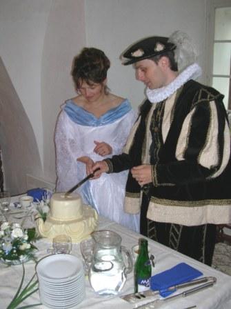 Hanka{{_AND_}}a Milan Hojgrovi - společnéí krájení dortíku