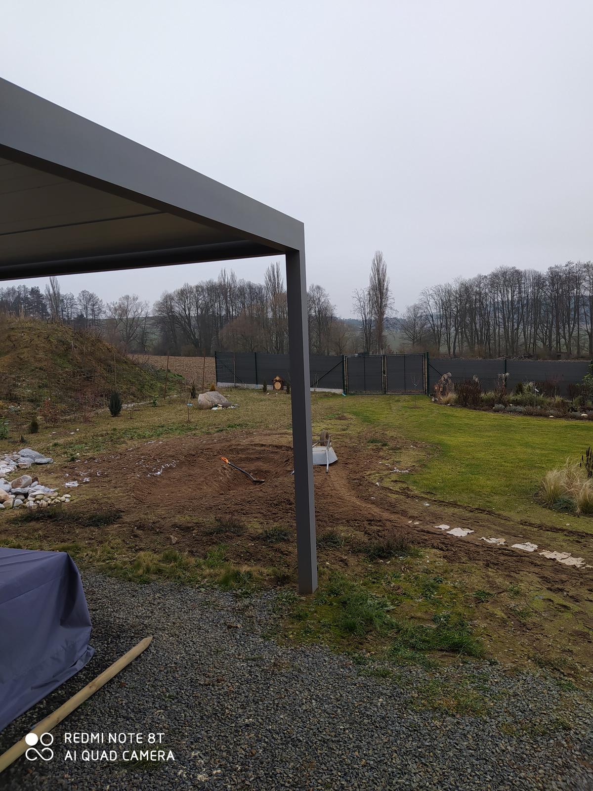 Motýlí zahrada 2019-2020 - Výkop pokračuje dobře, ale to převážení hlíny v tom bahně jde fakt těžko.
