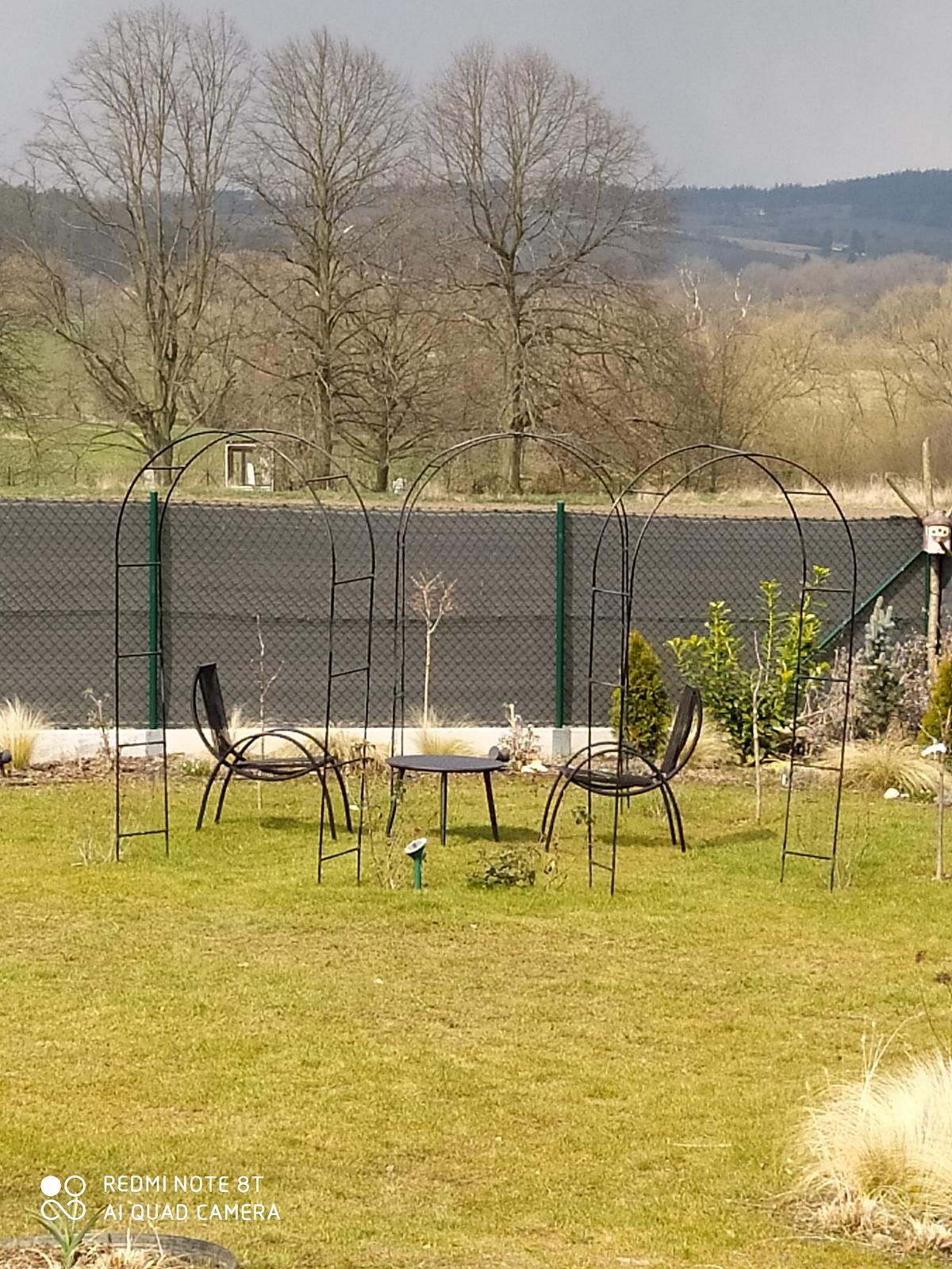Motýlí zahrada 2019-2020 - Fotka blbá sezení pohodlné.