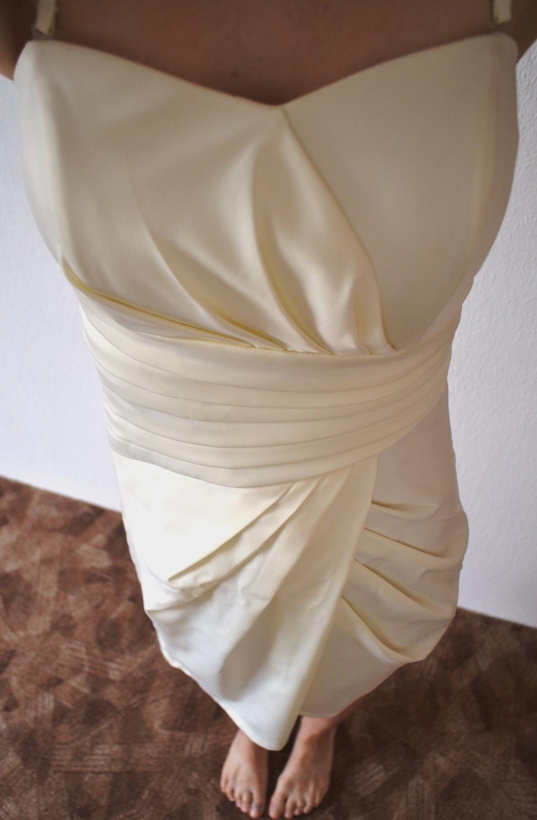 krémové pouzdrové šaty s řasením - Obrázek č. 1