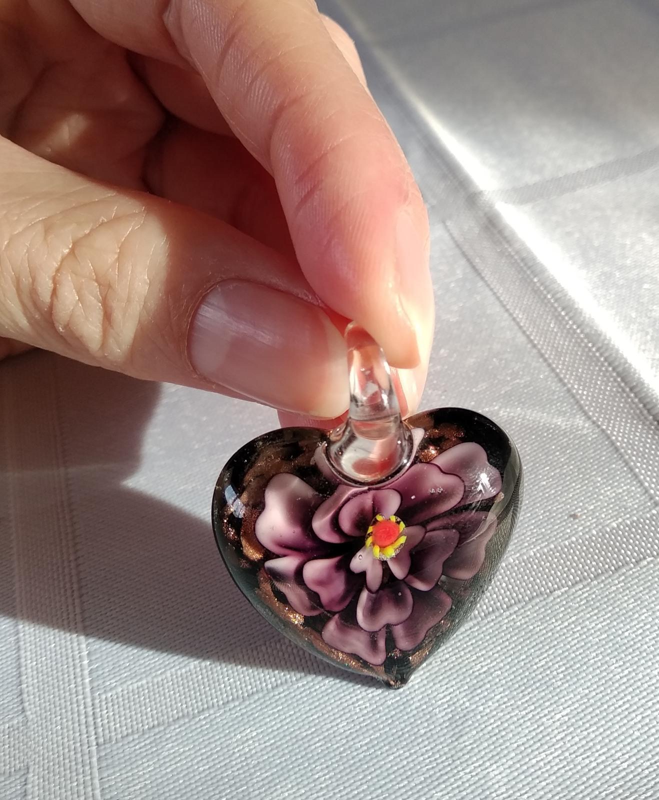 přívěsek srdce s fialovým květem - Obrázek č. 1