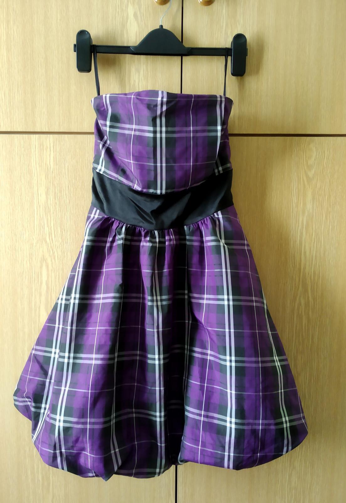 Fialové šaty s balonovou sukní - Obrázek č. 1