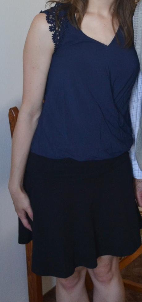 tmavě modrý top s krajkovými rukávky - Obrázek č. 1