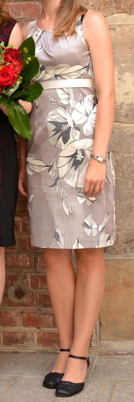 Smetanové šaty s květy - Obrázek č. 1